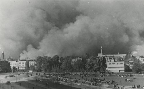 Land van Hoboken tijdens het bombardement op Rotterdam in mei 1940. Collectie Het Nieuwe Instituut