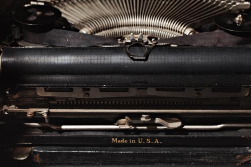 De Remington Portable typewriter op het bureau van meneer Sonneveld. Foto: Johannes Schwartz