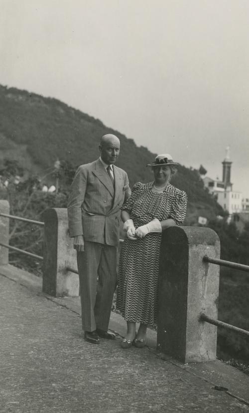 Het echtpaar Sonneveld op reis. Foto Collectie Het Nieuwe Instituut. Bruikleen BIHS