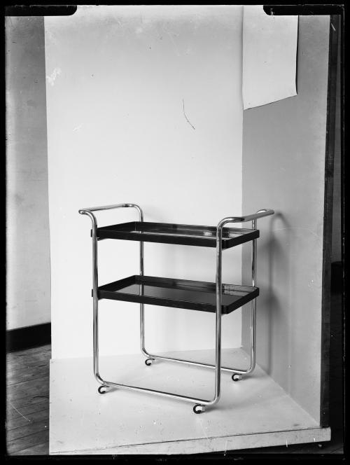 Theetafel. Productfotografie voor Gispens catalogi. Collectie Het Nieuwe Instituut. Verzameling glasnegatieven