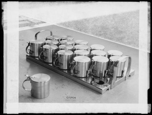 Gispen. Sputumbekers voor een sanatorium, datum onbekend. Collectie Het Nieuwe Instituut, GISP n170