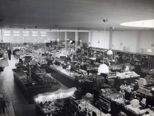 Interieur HEMA-vestiging Eindhoven, 1937. Fotograaf onbekend. Collectie Spaarnestad Photo