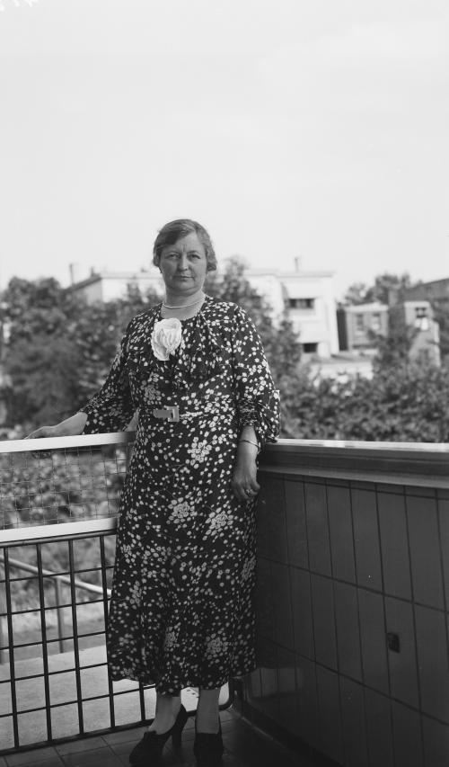 Mevrouw Sonneveld. Collectie Het Nieuwe Instituut. Bruikleen BIHS