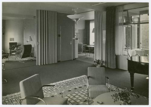 Interieur Huis Sonneveld met de originele Gispen stoelen en tafel, 1933. Fotos Piet Zwart. Collectie Het Nieuwe Instituut, SONN 34-10 en SONN 34-14. Bruikleen BIHS