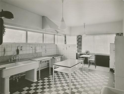 Keuken Huis Sonneveld. Foto Piet Zwart. Collectie Het Nieuwe Instituut. © Piet Zwart / Nederlands Fotomuseum